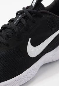 Nike Performance - FLEX EXPERIENCE RN  - Löparskor för tävling - black/white/dark smoke grey - 5