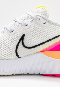 Nike Performance - RENEW RUN - Juoksukenkä/neutraalit - platinum tint/black/white/pink blast/lemon/total orange - 5