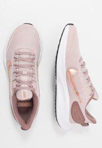 Nike Performance - RUNALLDAY 2 - Obuwie do biegania treningowe - stone mauve/metallic red bronze/smokey mauve/black - 1