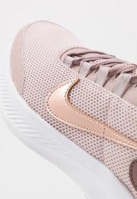 Nike Performance - RUNALLDAY 2 - Obuwie do biegania treningowe - stone mauve/metallic red bronze/smokey mauve/black - 5