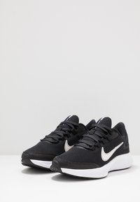 Nike Performance - RUNALLDAY 2 - Obuwie do biegania treningowe - black/white/iron grey - 2