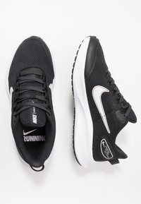 Nike Performance - RUNALLDAY 2 - Obuwie do biegania treningowe - black/white/iron grey - 1