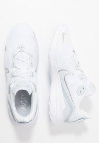Nike Performance - RENEW RIDE  - Obuwie do biegania treningowe - white/metallic silver/pure platinum - 1