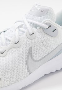 Nike Performance - RENEW RIDE  - Obuwie do biegania treningowe - white/metallic silver/pure platinum - 5