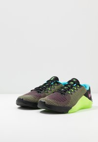 Nike Performance - METCON 5 AMP - Sports shoes - black/fire pink/green strike/blue fury - 2