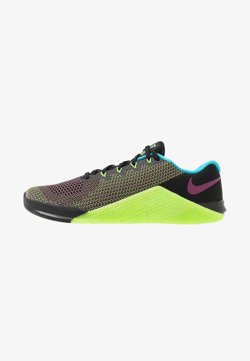 Nike Performance - METCON 5 AMP - Sports shoes - black/fire pink/green strike/blue fury