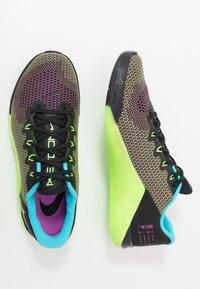 Nike Performance - METCON 5 AMP - Sports shoes - black/fire pink/green strike/blue fury - 1