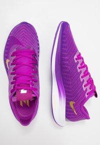 Nike Performance - ZOOM PEGASUS TURBO 2 SE - Zapatillas de running neutras - vivid purple/voltage purple/saffron quartz/black/metallic gold coin - 1