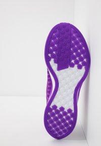 Nike Performance - ZOOM PEGASUS TURBO 2 SE - Zapatillas de running neutras - vivid purple/voltage purple/saffron quartz/black/metallic gold coin - 4