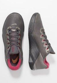 Nike Performance - METCON 5 PRM - Sportschoenen - thunder grey/metallic gold/noble red/metallic pewter/metallic dark grey - 1