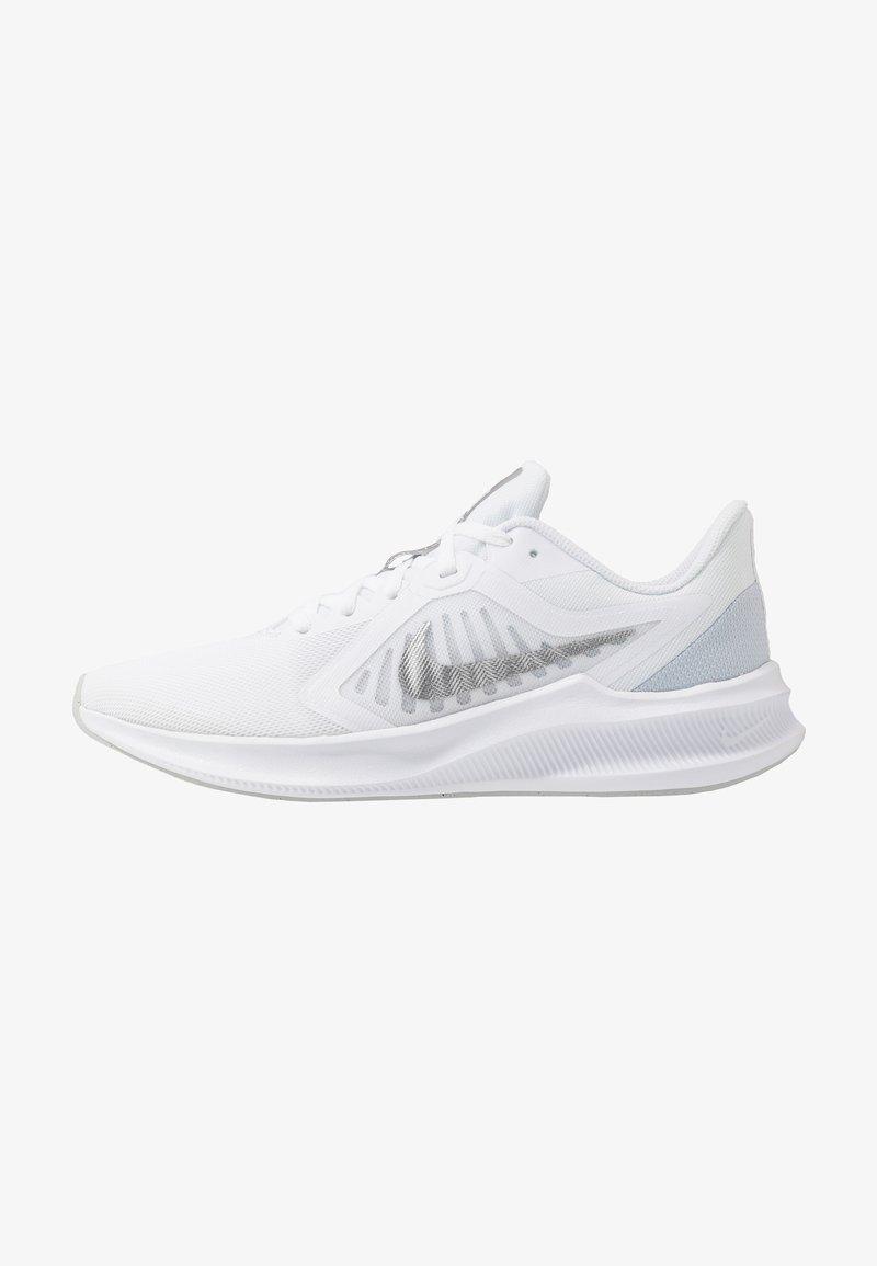 Nike Performance - DOWNSHIFTER 10 - Juoksukenkä/neutraalit - white/metallic silver/pure platinum