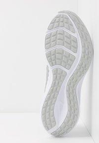 Nike Performance - DOWNSHIFTER 10 - Juoksukenkä/neutraalit - white/metallic silver/pure platinum - 4
