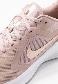 Nike Performance - DOWNSHIFTER 10 - Zapatillas de running neutras - stone mauve/metallic red bronze/smokey mauve/barely rose - 5