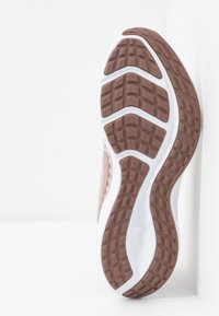 Nike Performance - DOWNSHIFTER 10 - Zapatillas de running neutras - stone mauve/metallic red bronze/smokey mauve/barely rose - 4