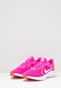 Nike Performance - DOWNSHIFTER 10 - Obuwie do biegania treningowe - fire pink/summit white/ember glow/white - 2