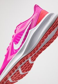 Nike Performance - DOWNSHIFTER 10 - Obuwie do biegania treningowe - fire pink/summit white/ember glow/white - 5