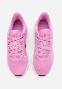 Nike Performance - DOWNSHIFTER 10 - Obuwie do biegania treningowe - beyond pink/black/flash crimson - 3