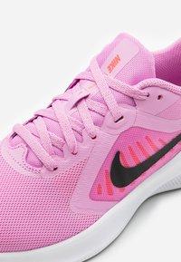 Nike Performance - DOWNSHIFTER 10 - Obuwie do biegania treningowe - beyond pink/black/flash crimson - 5