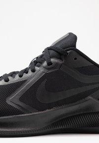 Nike Performance - DOWNSHIFTER 10 - Obuwie do biegania treningowe - black - 5