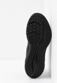 Nike Performance - DOWNSHIFTER 10 - Obuwie do biegania treningowe - black - 4