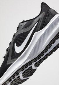 Nike Performance - DOWNSHIFTER 10 - Obuwie do biegania treningowe - black/white/anthracite - 5