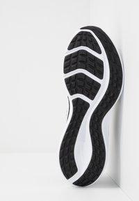 Nike Performance - DOWNSHIFTER 10 - Obuwie do biegania treningowe - black/white/anthracite - 4