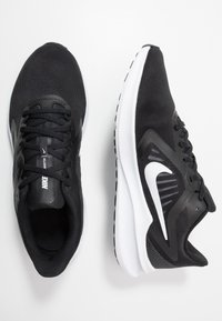 Nike Performance - DOWNSHIFTER 10 - Obuwie do biegania treningowe - black/white/anthracite - 1
