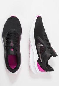 Nike Performance - DOWNSHIFTER 10 - Obuwie do biegania treningowe - black/metallic silver/fire pink - 1