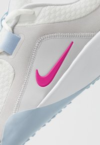 Nike Performance - FOUNDATION ELITE TR 2 - Sports shoes - summit white/fire pink/hydrogen blue/vast grey/white - 5