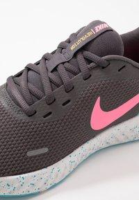 Nike Performance - REVOLUTION 5 - Zapatillas de running neutras - thunder grey/digital pink/blue fury/silver lilac/vast grey/laser orange - 5