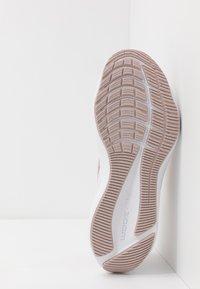 Nike Performance - ZOOM WINFLO 7 - Obuwie do biegania treningowe - barely rose/metallic red bronze/stone mauve/metallic silver - 4