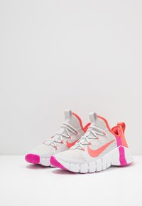 Nike Performance - FREE METCON  - Sports shoes - vast grey/magic ember/white/fire pink - 2
