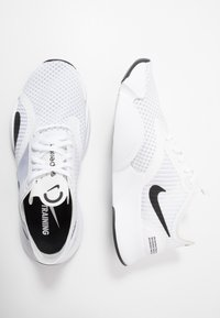 Nike Performance - SUPERREP GO - Sports shoes - white/black - 1