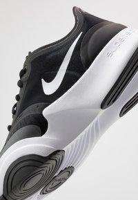 Nike Performance - SUPERREP GO - Sportovní boty - white/black/dark smoke grey - 5
