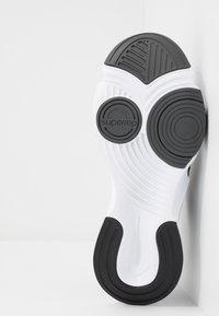 Nike Performance - SUPERREP GO - Sportovní boty - white/black/dark smoke grey - 4