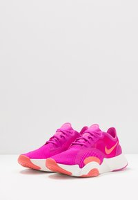 Nike Performance - SUPERREP GO - Obuwie treningowe - fire pink/magic ember/summit white - 2