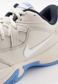 Nike Performance - COURT LITE 2 CLAY - Clay court tennis shoes - light orewood brown/white/royal pulse - 5