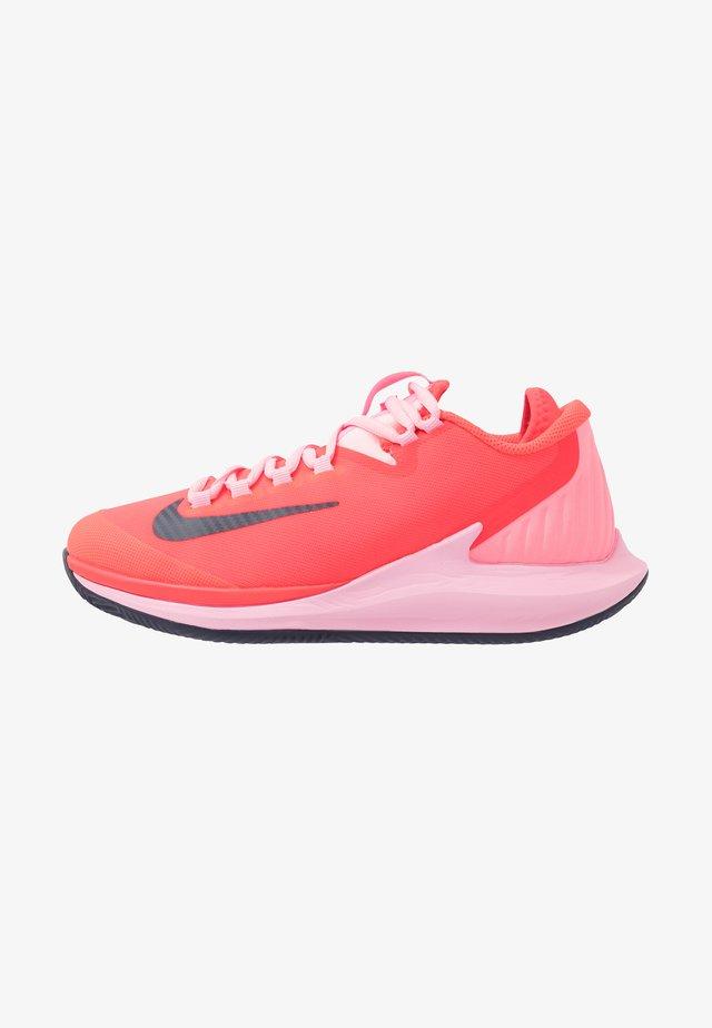 AIR ZOOM CLAY - Tenisové boty na antuku - laser crimson/blackened blue/pink