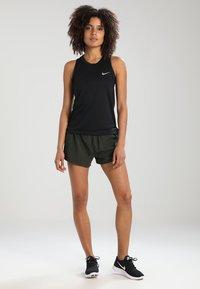 Nike Performance - MILER - Funktionstrøjer - black/reflective silver - 1