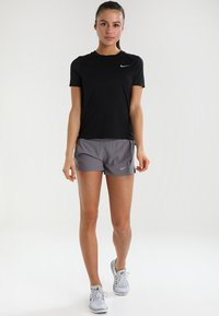 Nike Performance - DRY MILER - T-shirts basic - black/reflective silver - 1