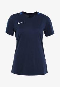 Nike Performance - DRY - Printtipaita - obsidian/royal blue/white - 3