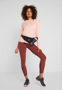 Nike Performance - CREW - Funktionsshirt - pink quartz/echo pink/reflective silver - 1