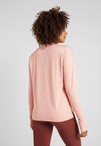 Nike Performance - CREW - Funktionsshirt - pink quartz/echo pink/reflective silver - 2