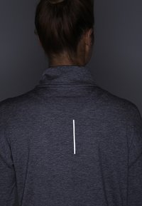 Nike Performance - Tekninen urheilupaita - gunsmoke/atmosphere grey/heather/reflective silver - 4