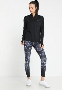 Nike Performance - Tekninen urheilupaita - black/silver - 1
