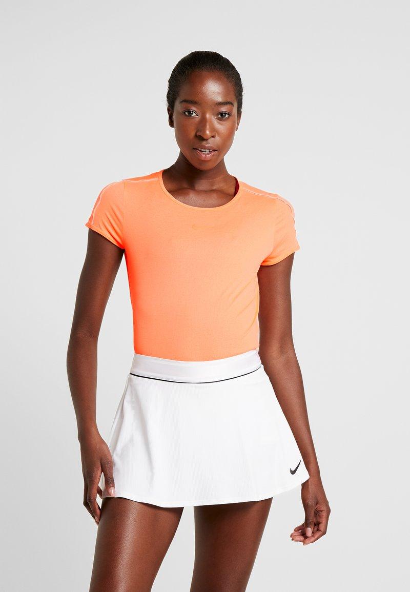 Nike Performance - DRY - T-Shirt print - orange pulse/white