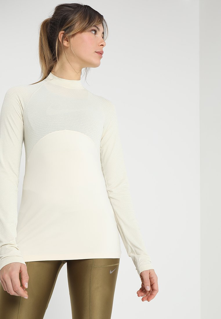 Nike Performance - Funktionsshirt - light cream/metallic gold