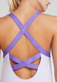 Nike Performance - DRY TANK ELASTIKA - T-shirt sportiva - lavender mist/psychic purple - 4