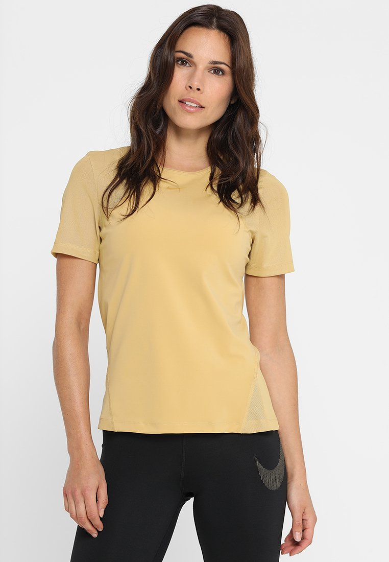 Nike Performance - Print T-shirt - club gold
