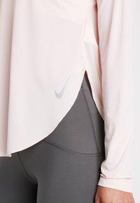Nike Performance - CITY SLEEK - T-shirt de sport - echo pink/reflective silver - 5